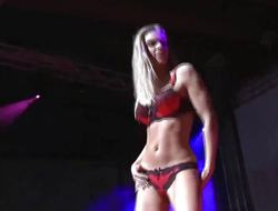 Hot sweetheart enjoys live sex show
