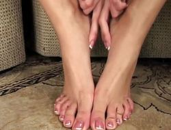 Hawt Capri Cavanni plays with her pretty feet