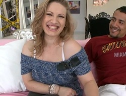 Sweetheart is fascinating stud's huge schlong with outdoor oral job stimulation