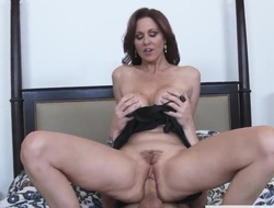 Julia Ann is seducing a guy