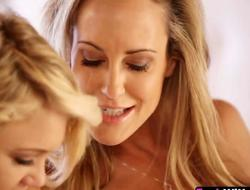 Experienced mom Brandi Love teaches youthful sweetheart Dakota Skye got to fingerfuck her fur pie