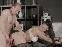 Mama Big tits Milf gives deep blow job before fucked